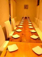 会話を楽しみたいお客様は半個室テーブル席