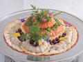 料理メニュー写真スモークサーモンとスズキのマリネ