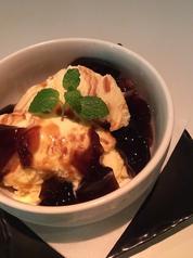 料理メニュー写真バニラアイスとコーヒーゼリー