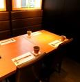 6名様前後のお食事会にも。窓のある開放的な個室で、ランチ中は日差しも入って、明るく開放的な雰囲気です。顔合わせ・結納などに人気のお席となっております。6名個室が1つと、隣接して2名個室が2つあるので、8名、10名、12名まで対応可能です。