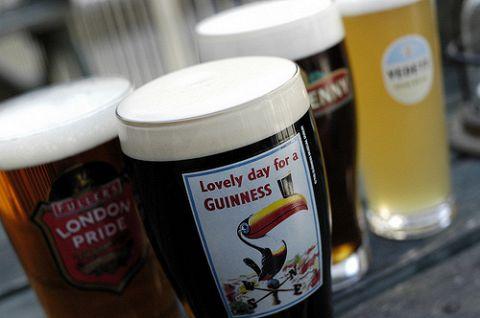 この時期はテラスが人気!ヨーロッパのビールを堪能してください!