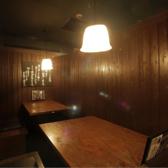 8名様用個室。4名様テーブルが2つです。