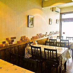 テーブルは4名様掛けテーブルを3卓ご用意しております。小規模のご宴会などにぴったりのお席となっております!