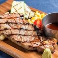【大満足のステーキ】肉が自慢のNICKSTOCKだからこその一品です。柔らかく、ジューシーな旨味が味わえる最高部位のサーロインステーキは1,990円(税抜) 、旨味が凝縮されたTボーンステーキもご用意しております。食べ応えバツグンのステーキをご堪能下さい!