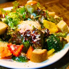 料理メニュー写真【野菜たっぷりシーザーサラダ】