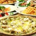 料理メニュー写真シーフードのジェノバ風ピザ
