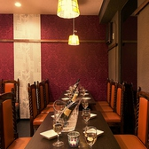 お席は2~6名様までの少人数様用のテーブルが中心