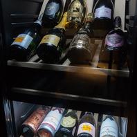 ワイン、シャンパンも豊富に品揃え。
