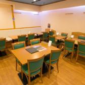 ≪ゆとりのあるテーブル席。人数に応じてレイアウト変更も可能です♪少人数グループでのお食事会やお子さん連れのご家族にもおすすめです!≫