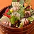 ◆毎日仕入れ 舞鶴漁港の鮮魚- 鮮度抜群!旬の魚介を「御造り盛合せ」や「炉端焼き」で卓上で炊くおこげが香ばしい「釜めし」もおすすめ!
