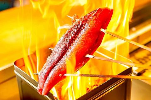 自慢の藁焼き、朝採りの鮮魚や旬の新鮮な食材を満喫。四季折々の味を満喫できる居酒屋
