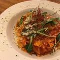 料理メニュー写真たっぷり野菜を使ったトマトソースパスタ