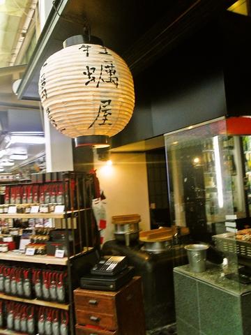 日本で有数の焼き牡蠣職人に地元の新鮮な牡蠣を焼いて貰える宮島唯一の牡蠣専門店。