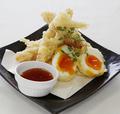 料理メニュー写真オーシャンキングと半熟卵の天ぷら
