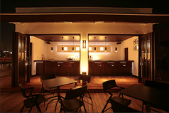 【1F】カーテン個室4名様用ご利用のお席が2卓あり。1卓でのご利用では最大10名様着席。ランチからディナーまで人気♪禁煙