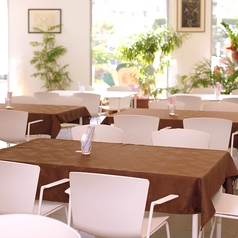 自慢の伊江島そばを中心に20種類以上の料理とワインも飲み放題のプチ贅沢ランチが1400円でで楽しめます。