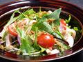 料理メニュー写真四万十鶏と水菜のサラダ