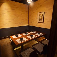 【全席掘りごたつ完全個室】木のぬくもりを感じる和の空間が人気です。個室を多数完備。