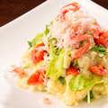 料理メニュー写真ぜんていの野菜たっぷりポテトサラダ カニ身のせ