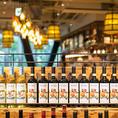 【個性豊かなワインが揃う】常時揃うワインは、ボトル27種、グラス10種。産地はイタリアを中心にアメリカ、フランスなど、また葡萄の品種もシャルドネ、ソーヴィニヨンブラン、メルロー、ピノノワールなど豊富に取り揃えています。料理に合うワインをソムリエがご案内いたしますのでお気軽にお声掛けください。