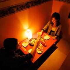 【四の階:掘りごたつ対面個室】お友達とのお食事やデートにも◎2人だけの個室空間。お話も盛り上がること間違いなし♪12部屋のご用意です。