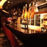 本場スペインバルの雰囲気が味わえるカウンター席はデートや会社帰りのサク飲み、サク飯にも最適♪