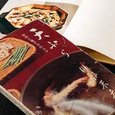 初代川部幸吉は、材料それぞれの品定めや、油の吟味、鍋と火の関係、また、それら全ての調和などについて研究を重ねました。その成果をまとめたのが、川部米夫名義で出版した『天ぷら奥義』や『天ぷら 材料と揚げ方のコツ』です。