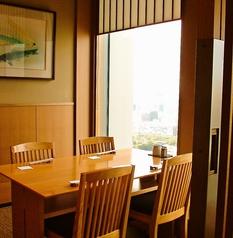 広々とした個室は、接待や会食に幅広くご利用頂ける間取りとなっております。