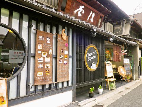 和風な落ち着いた空間でのんびりカフェタイムを♪和洋雑貨のお買い物もできます!