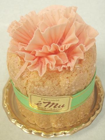 ♪お花のイメージの素敵なケーキ 紅茶のムースと桃のジュレが閉じ込められています