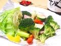 料理メニュー写真ベーコンと温野菜のサラダ
