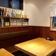 4名様掛けのテーブル席。ゆとりのあるスペースでゆったりとおくつろぎいただけます。