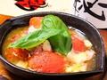料理メニュー写真丸ごとトマトのチーズ焼き