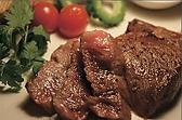 【ご注文からお召し上がりまでの流れ】当店の石垣牛は店主自ら仕入れを行い、解体及び熟成を行っております。ご注文後に生のお肉を証明書と共にお持ちしますので、ご覧いただき焼き加減をお申しつけください。