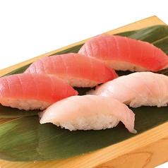 料理メニュー写真まぐろ2色寿司