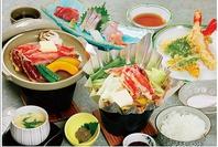 魚屋さん直営のお食事処です!贅沢な海鮮丼がずらり