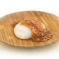 えび餅。 丸ごと炒って、だし醤油をまわします。 当地方ならではの珍しいもち料理です。