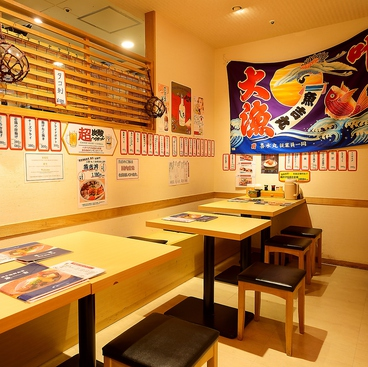 博多海鮮食堂 魚吉 ソラリアステージ店の雰囲気1