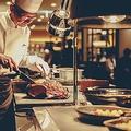 料理メニュー写真【シグネチャー】塩麹でマリネした骨付きローストビーフ