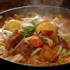 料理メニュー写真韓国部隊鍋/カムジャタン/特製鶏鍋