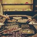 料理メニュー写真【前菜&サラダ】オリーヴのカクテル/スペイン産サラミとマルメロジャムのピンチョス