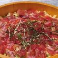 奥志摩 名駅中央店では郷土料理を多数ご提供しております。奥志摩名物と名古屋めしをご堪能ください!志摩の漁師たちが船の上で作って食べた人気なお寿司「手こね寿司」をはじめ、奥志摩名物の郷土料理やご存じ「手羽先の唐揚げ」などの名古屋名物をお楽しみいただけます。