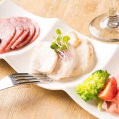 お肉のアンティパスト -サラミ・生ハム・鶏むね肉のマリネ-