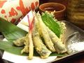 料理メニュー写真小イワシの天ぷら/若鶏の唐揚げ/カマンベールチーズフライ