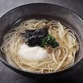 料理メニュー写真熊本産あかもくと長芋の冷やし五島うどん