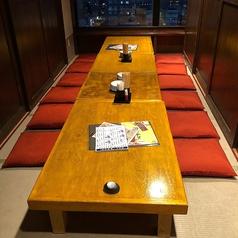 12名様までご利用可能なお座敷の個室席です。窓からは景色もお楽しみいただけます。仕切られた空間ですのでお食事もお客様の会話も廻りを気にせずに楽しめます。