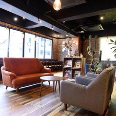 【ソファ席】最大4名様でご利用頂けるソファ席となっております!