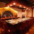 5~8名様までOK鉄板個室。個室使用は5名様以上で、室料\10,000申し受けます。