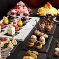 料理メニュー写真【デザート】アントルメグラッセ(アイスケーキ)/お楽しみプチスイーツ/ジェラード各種/フルーツ