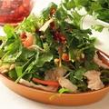 料理メニュー写真パクチーと蒸し鶏のチャイニーズサラダ